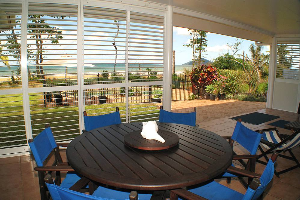 Dunk Island Holidays: Mission Beach Absolute Beachfront Holiday Homes • Sea
