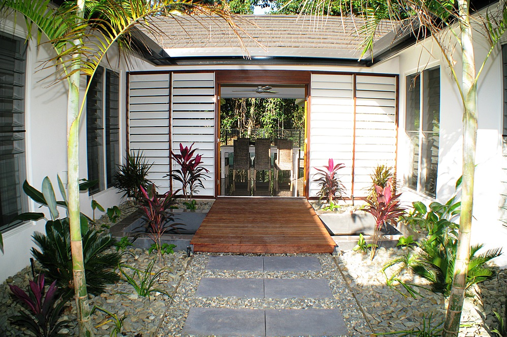Dunk Island Holidays: Mission Beach Absolute Beachfront Holiday Homes • Roya On