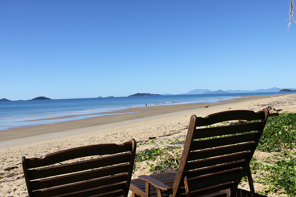 Dunk Island Holidays: Mission Beach Absolute Beachfront Holiday Homes • Zama