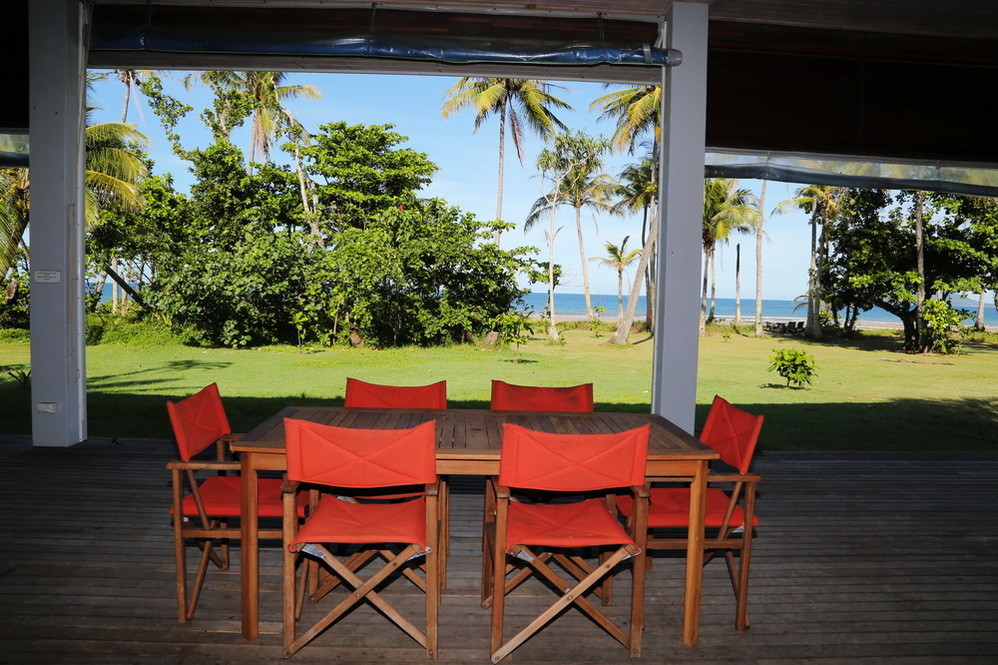 Dunk Island Holidays: Mission Beach Absolute Beachfront Holiday Homes • Tropica