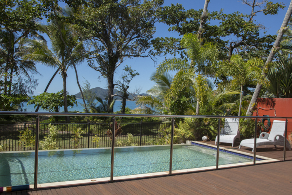 Dunk Island Holidays: Mission Beach Absolute Beachfront Holiday Homes • 34 Reid