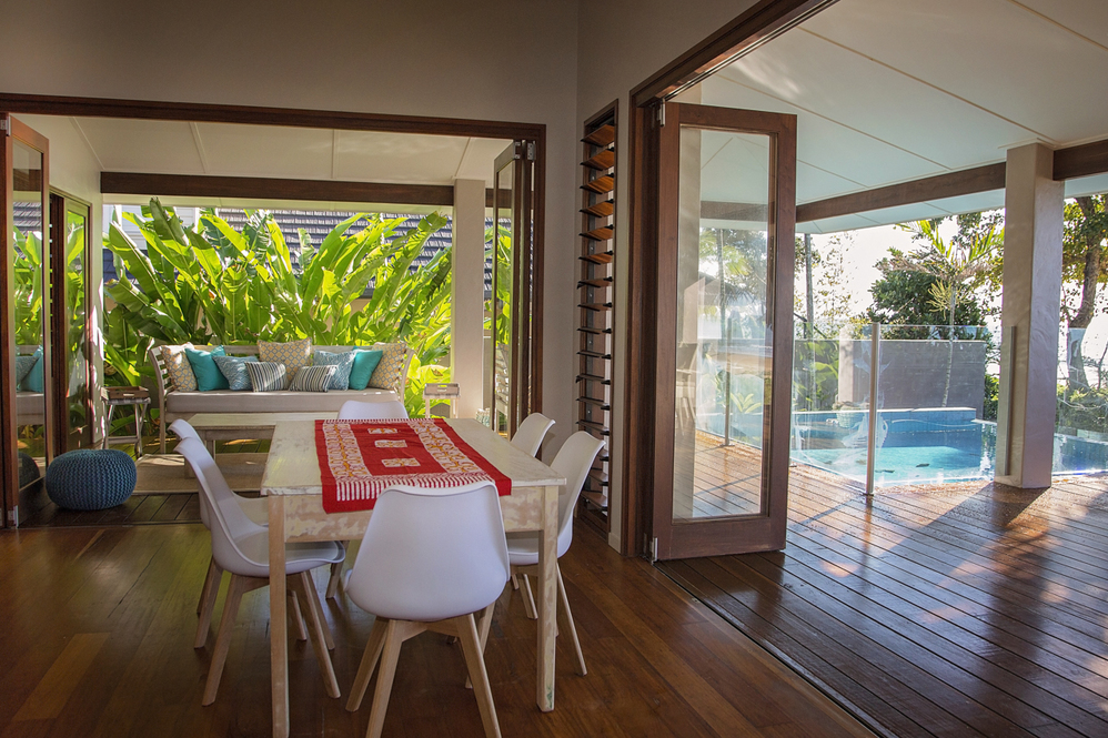 Dunk Island Holidays: Mission Beach Absolute Beachfront Holiday Homes- 2 Reid