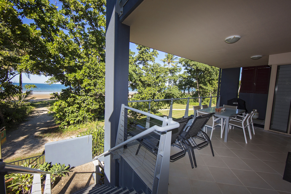 Dunk Island Holidays: Mission Beach Absolute Beachfront Holiday Homes • Beach