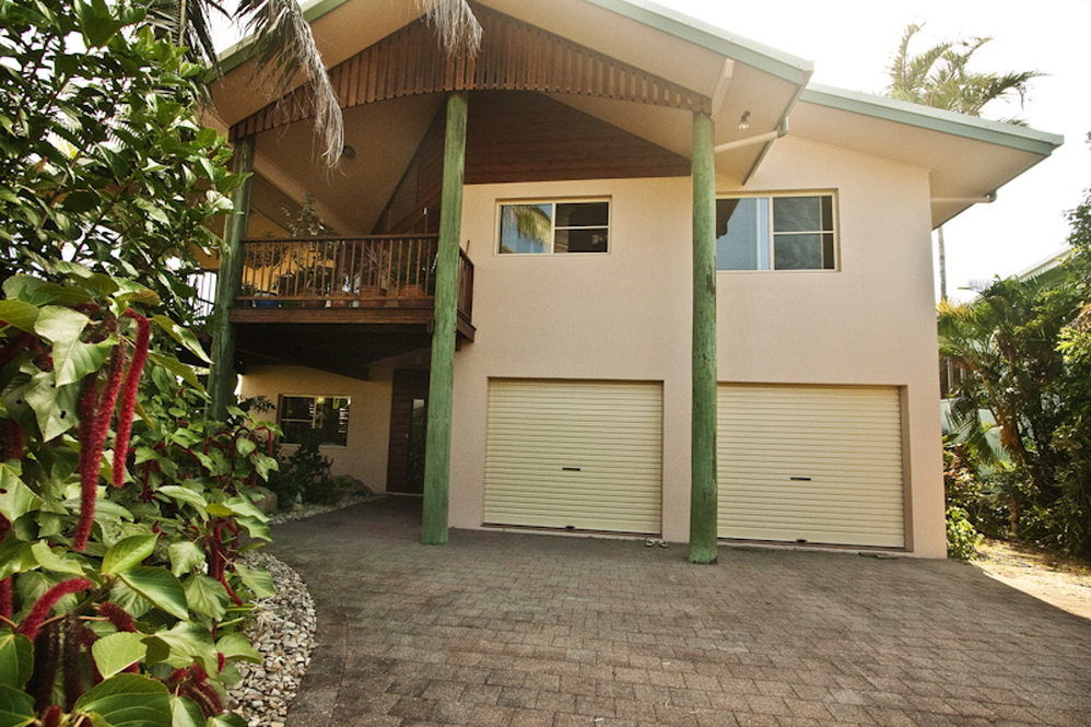Dunk Island Holidays: Mission Beach Holiday Homes • Luna Mission • Mission Beach