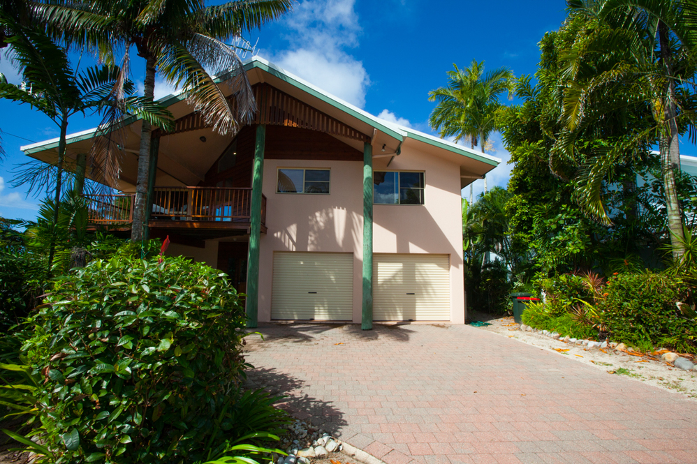 Dunk Island Holidays: Mission Beach Holiday Homes • Luna Mission • Mission Beach